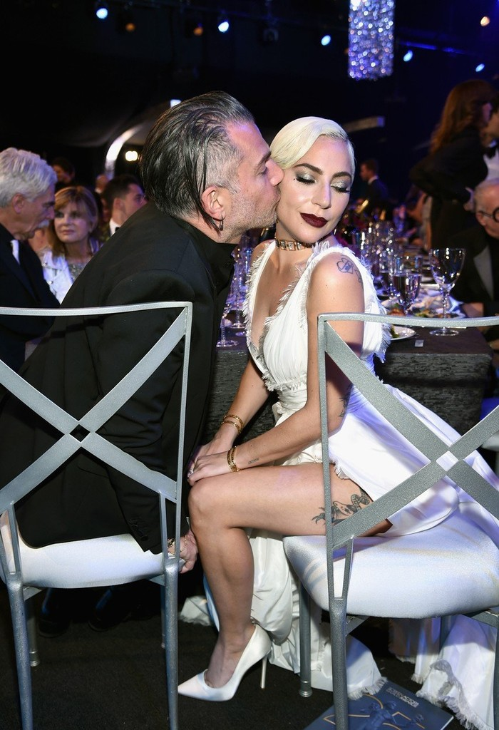 Lady Gaga a Christian Carino na SAG Awards