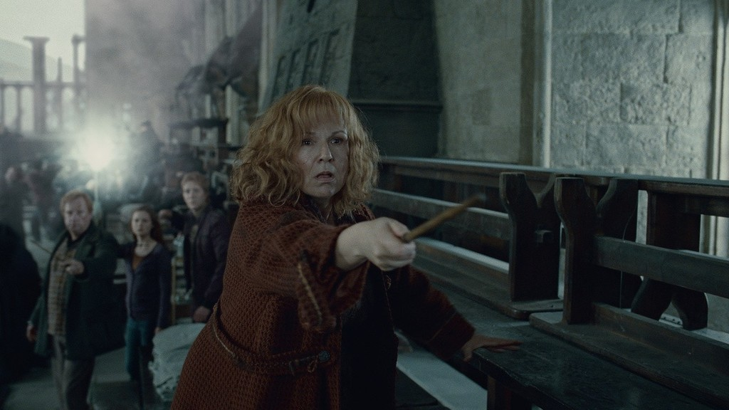 Julie Walters ako Molly Weasley vo filme Harry Potter a Dary smrti II