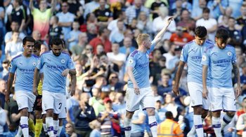 Manchester City rozdrvil Watford, Leicester doma zdolal Tottenham